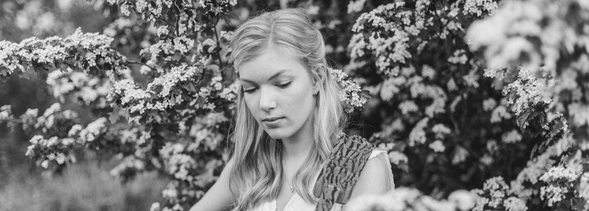 Het is tijd voor alweer de achtste editie van het Singer-songwriter Festival: een intieme, sfeervolle avond met prachtige luisterliedjes van Nederlandse singer-songwriters. Sommige kent u misschien, andere wellicht nog niet. Laat u verrassen en meevoeren in de prachtige teksten en melodieën van Lucky Fonz III, YORI, Christof van der Ven en Hannah Mae.