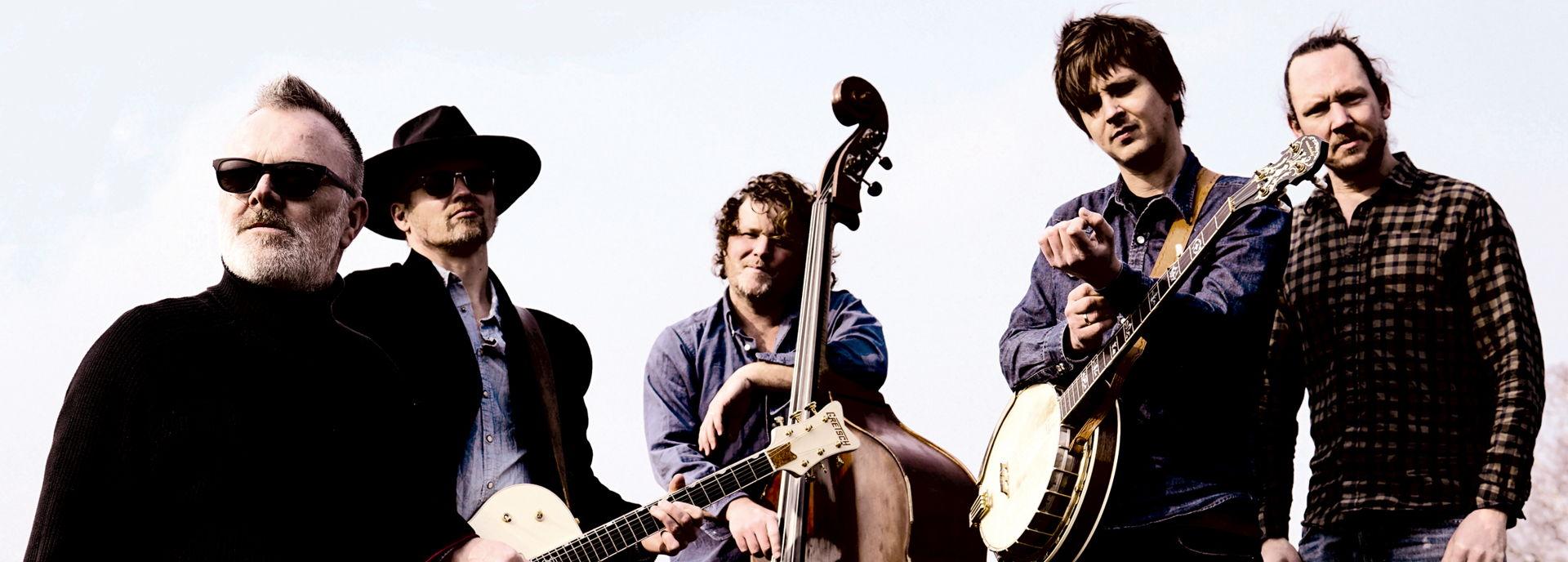 De topmuzikanten van Her Majesty duiken dit keer in de countryrock. De mannen spelen het werk van pioniers als Bob Dylan, Gram Parsons en Gene Clark, van countryhelden als The Band, CCR, Grateful Dead en muziek van eigentijdse artiesten als Wilco en The Jayhawks. Een mooie zoektocht naar de tumultueuze relatie tussen country en rock.