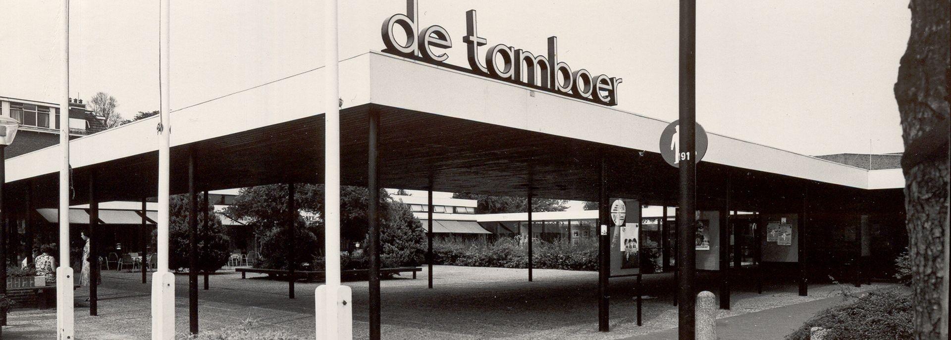 De geschiedenis van De Tamboer begint in 1967. Het is een historie vol hoogtepunten. In 2017 vierde het theater haar vijftigjarig bestaan.
