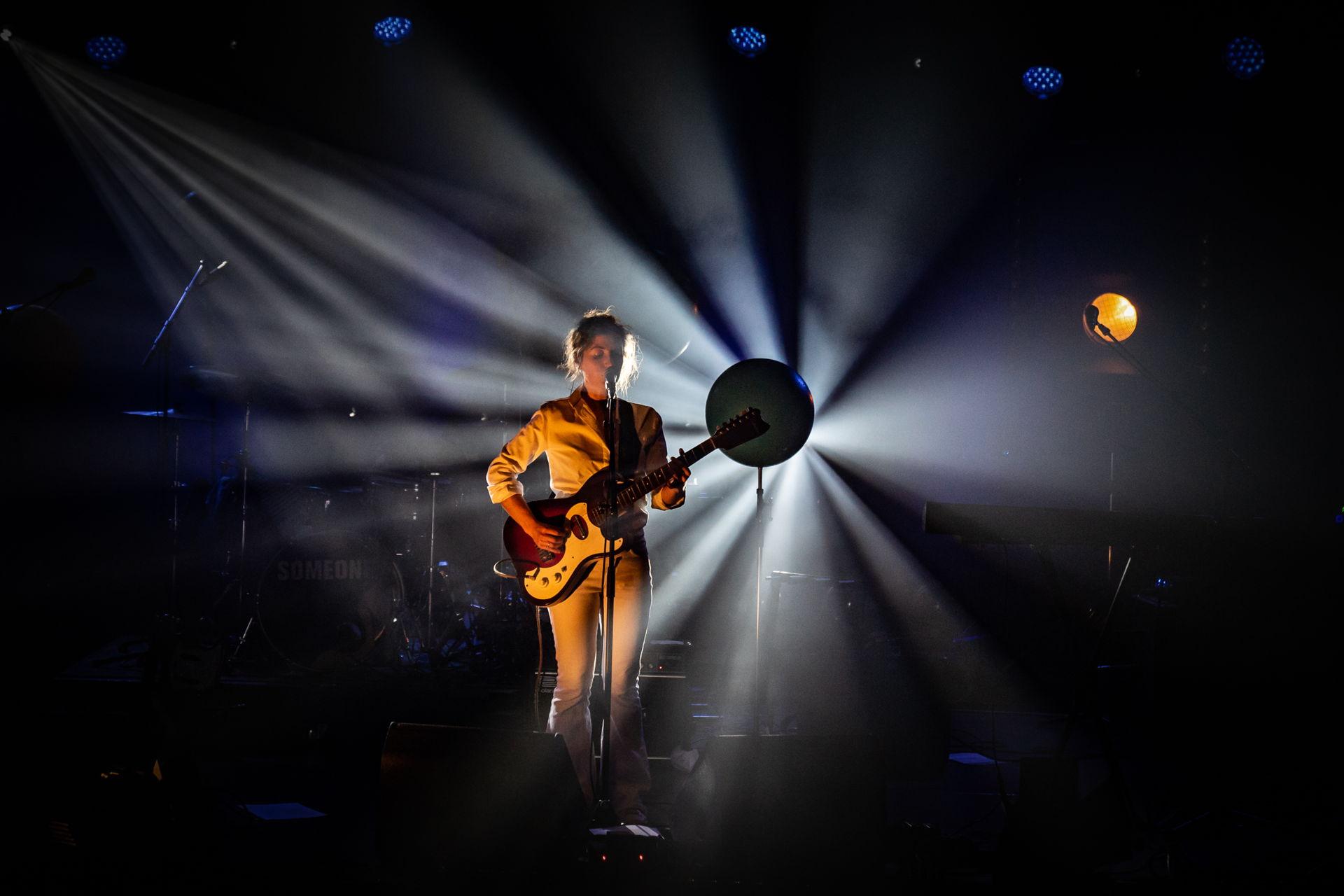 Photo Anya maakte deze foto's van Someone tijdens het Locked & Live concert op dinsdag 1 december 2020.
