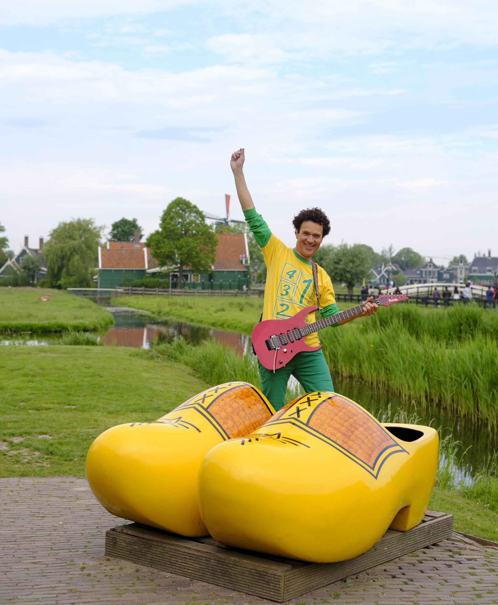 Dirk Scheele zingt oud Hollandse liedjes in een nieuw jasje in zijn voorstelling In Holland staat een huis