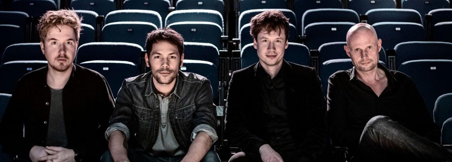 De Nederlandse indiepopband Handsome Poets bestaat uit zanger Tim van Esch, drummer Daniel Smit, gitarist Erik Bruil, toetsenist Nils Davidse en bassist Ricardo Szabó.