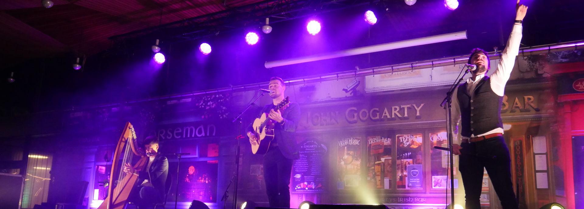 De Forumfoyer is tijdens het Irish Festival ingericht als Pubstreet.