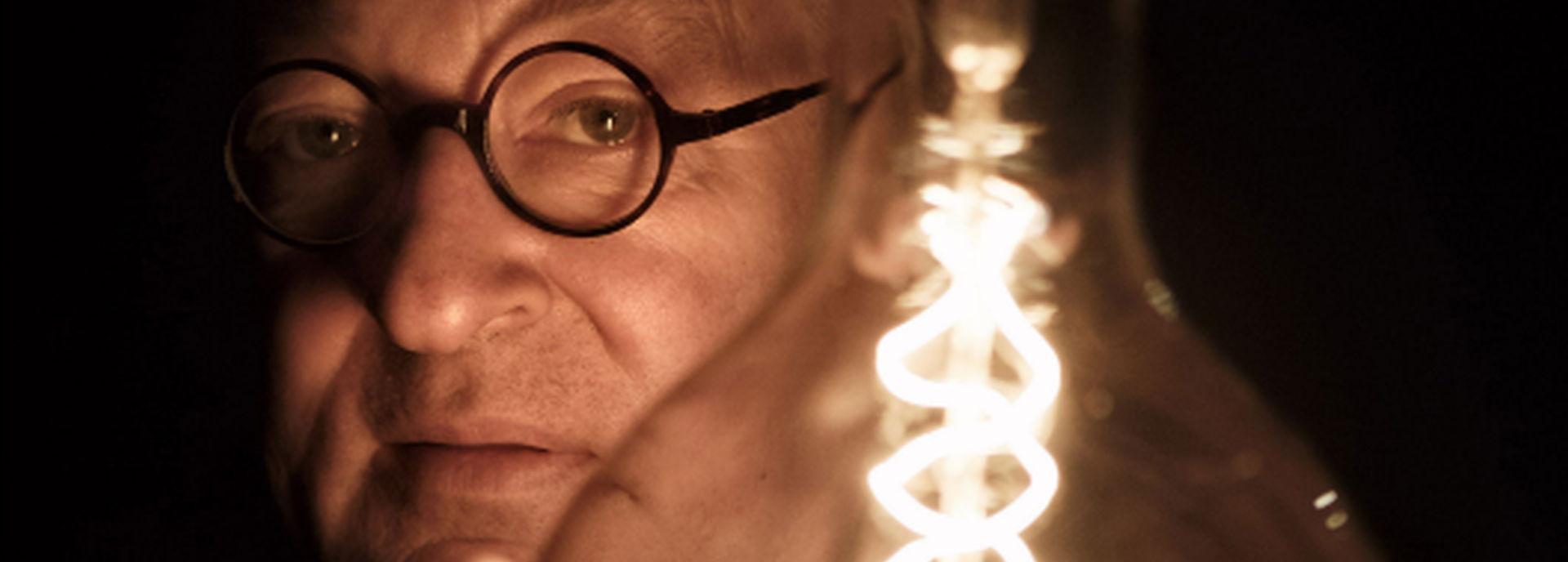 Youp van 't Hek met zijn show Licht.