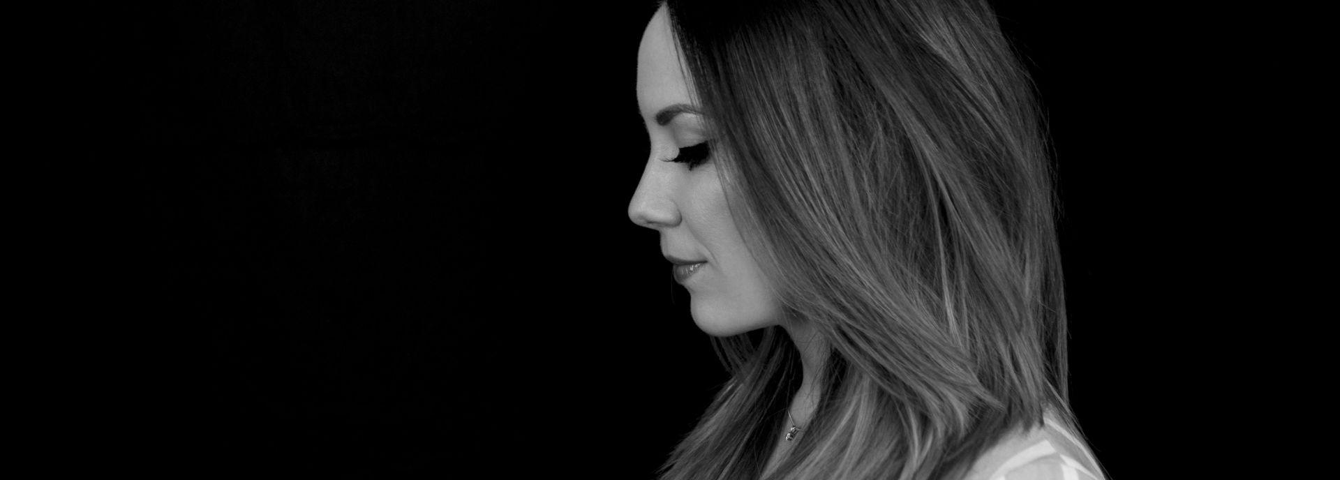 Samen met haar band brengt Lisa Lois een bijzondere ode aan de Britse zangeres Adele. Ze duikt in de mooie verhalen en anekdotes van Adele's carrière en persoonlijke leven. Daarnaast geeft ook een kijkje in haar eigen leven. Een voorstelling met een flinke dosis humor én een prachtige muzikale omlijsting.