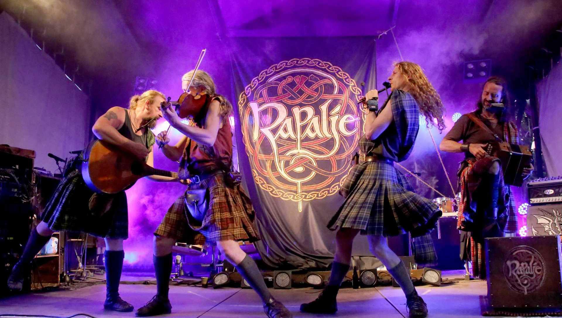 Rapalje speelt Ierse folk en Keltische muziek.