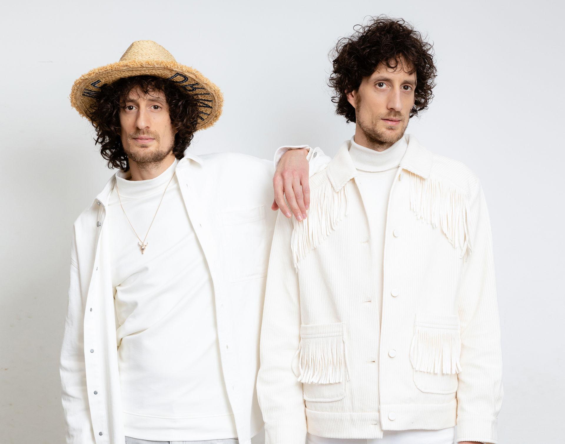 De broers van Tangarine spelen de mooiste liedjes van muziek-makende familieleden: van The Beach Boys tot The Carpenters, van Radiohead tot The Corrs en Kings of Leon. Want hoe is dat nou eigenlijk, om met je familie samen te werken?