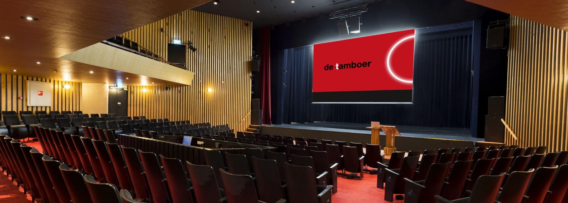 De Passagezaal is een sfeervolle, intieme midden grote theaterzaal.