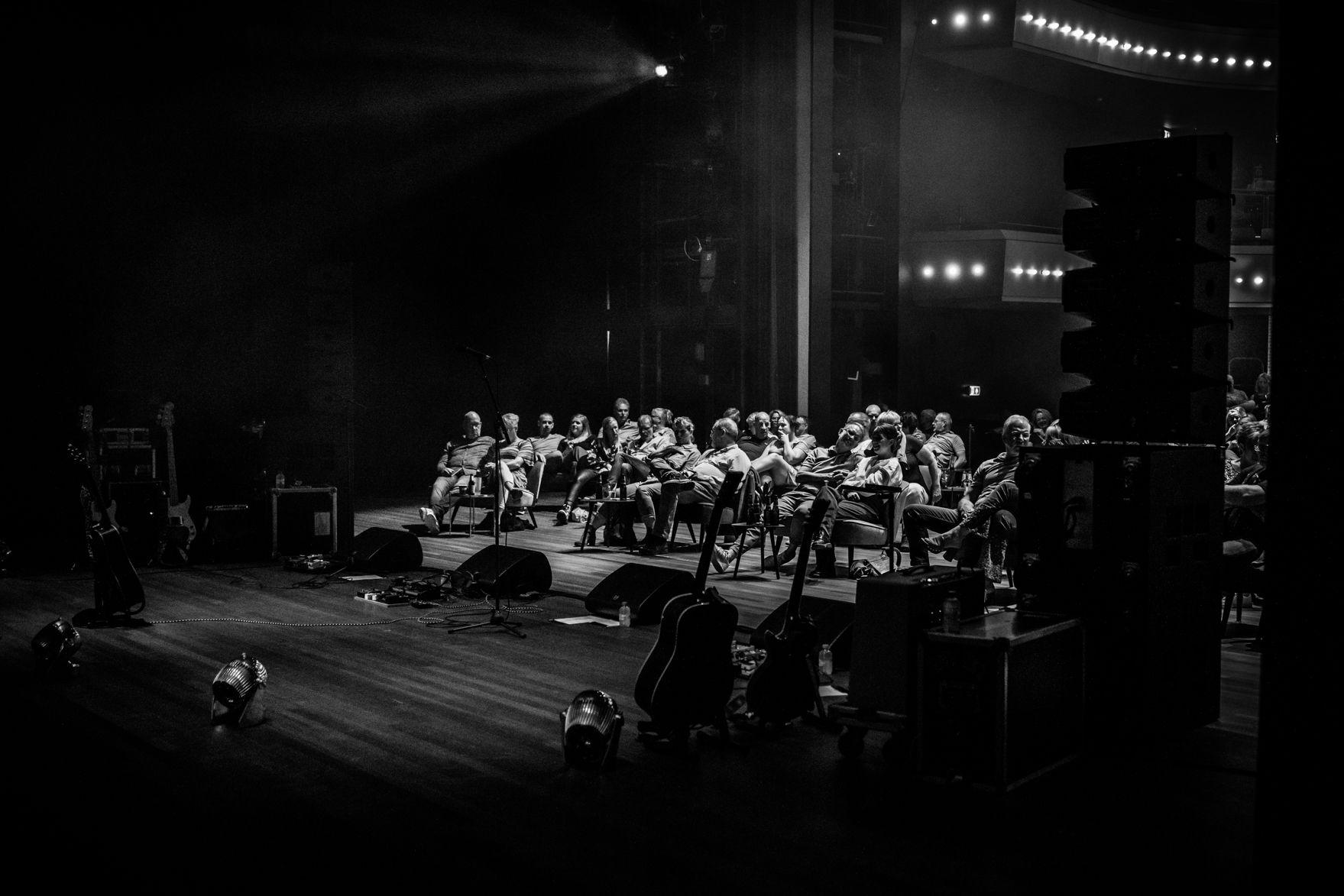 Het tuinconcert van Van Dik Hout op 24 juli 2021 werd verplaatst naar de Tamboerzaal. Photo Anya maakte foto's van het concert in Hoogeveen.