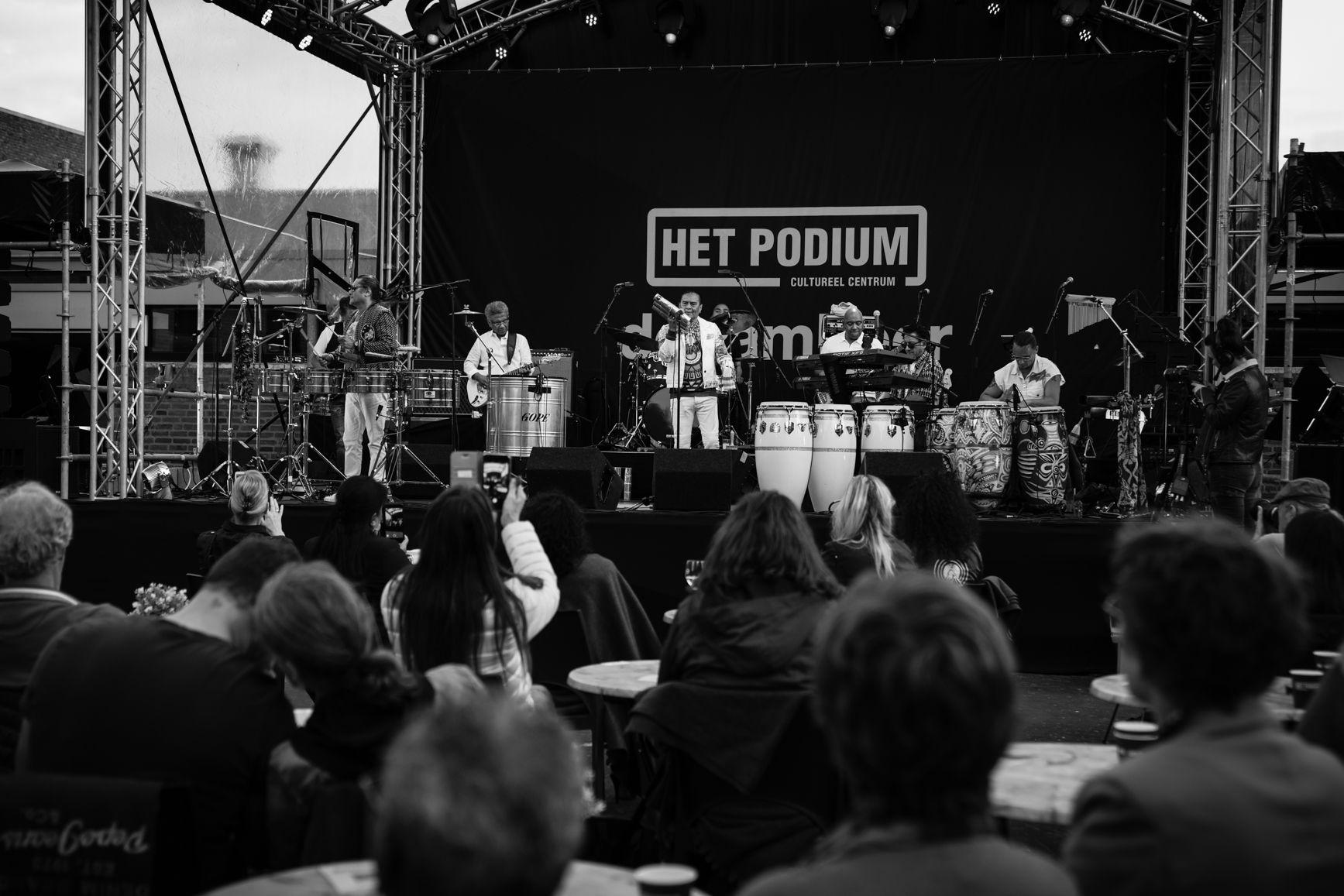 Photo Anya maakte foto's van het tuinconcert van Massada op 23 juli 2021 in Hoogeveen.