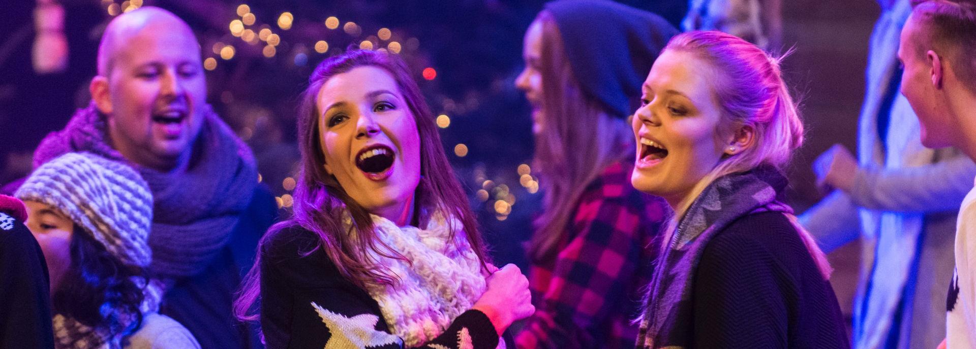 Via de formule Stadsprogrammering van Theater De Tamboer is het podium voor iedereen. Van solo en duo acts tot groepen, van het Kerst Musical Concert van Scala tot het School Musical Festival.