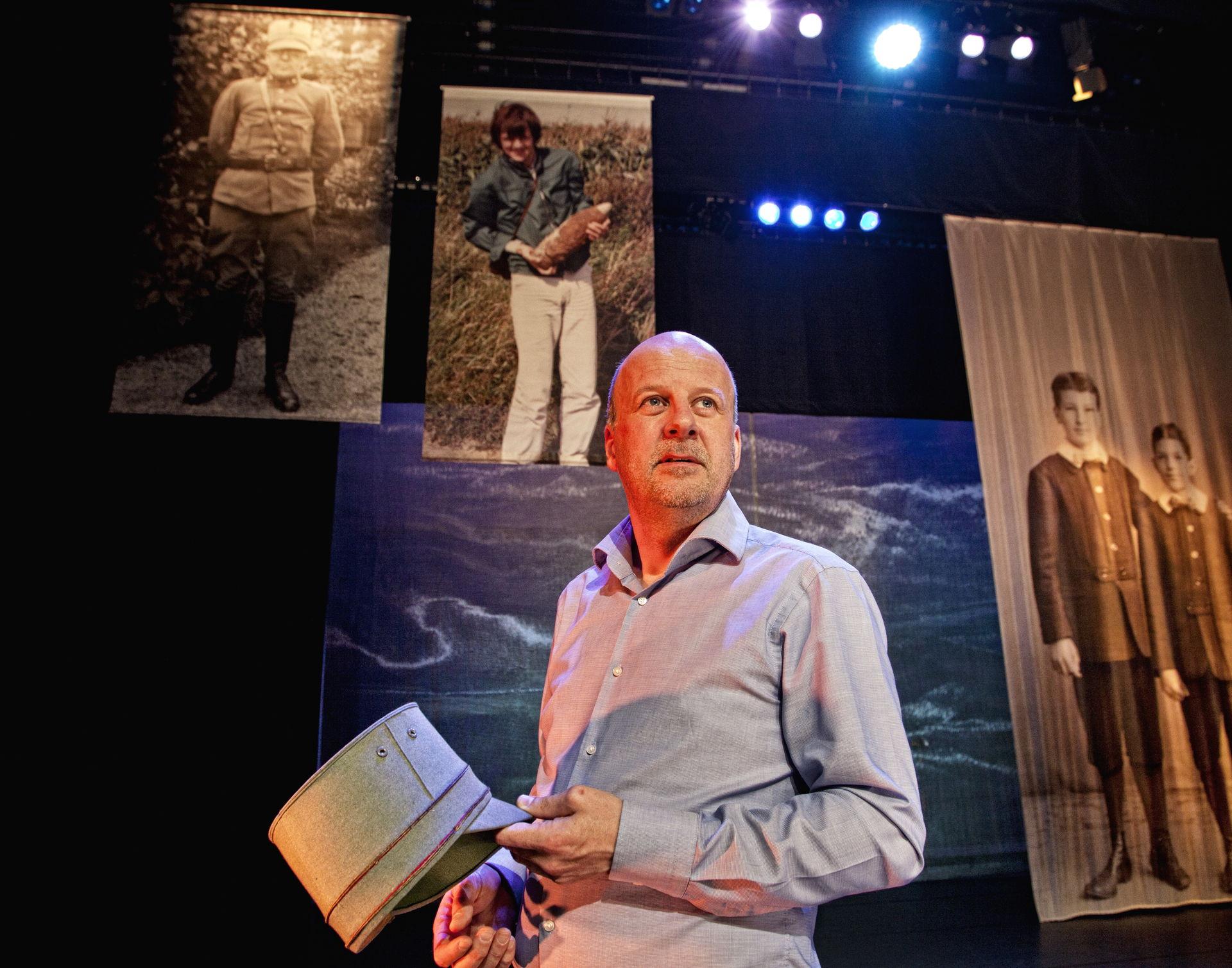 Diederik van Vleuten is musicus en cabaretier, en heeft inmiddels drie soloprogramma's gemaakt voor het theater.
