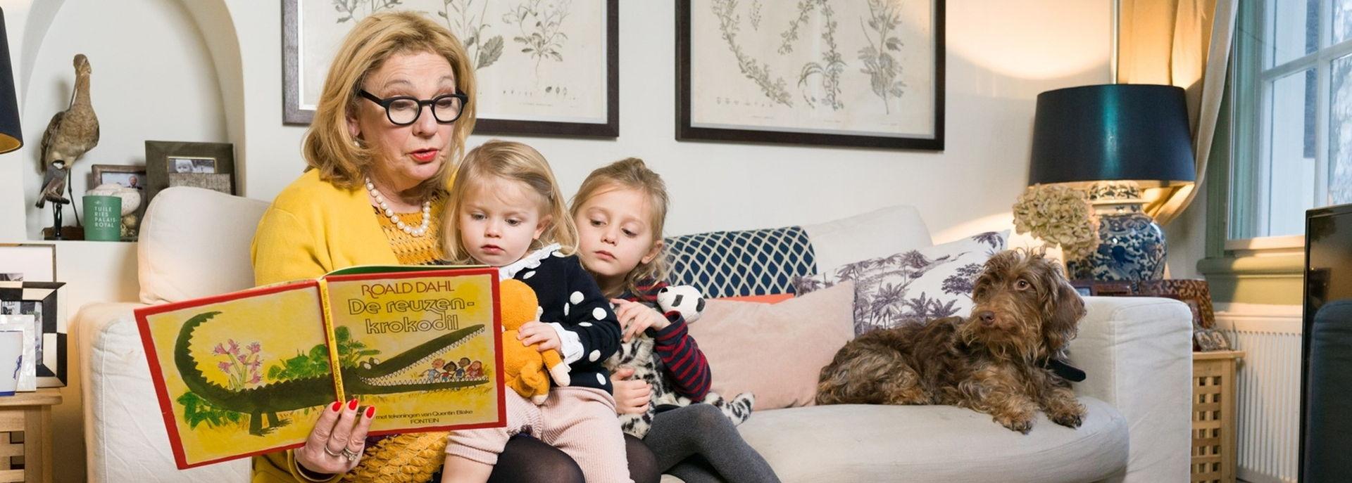 Bibliotheek Hoogeveen organiseert in het kader van Lees Voort een voorleesmiddag voor opa's en oma's