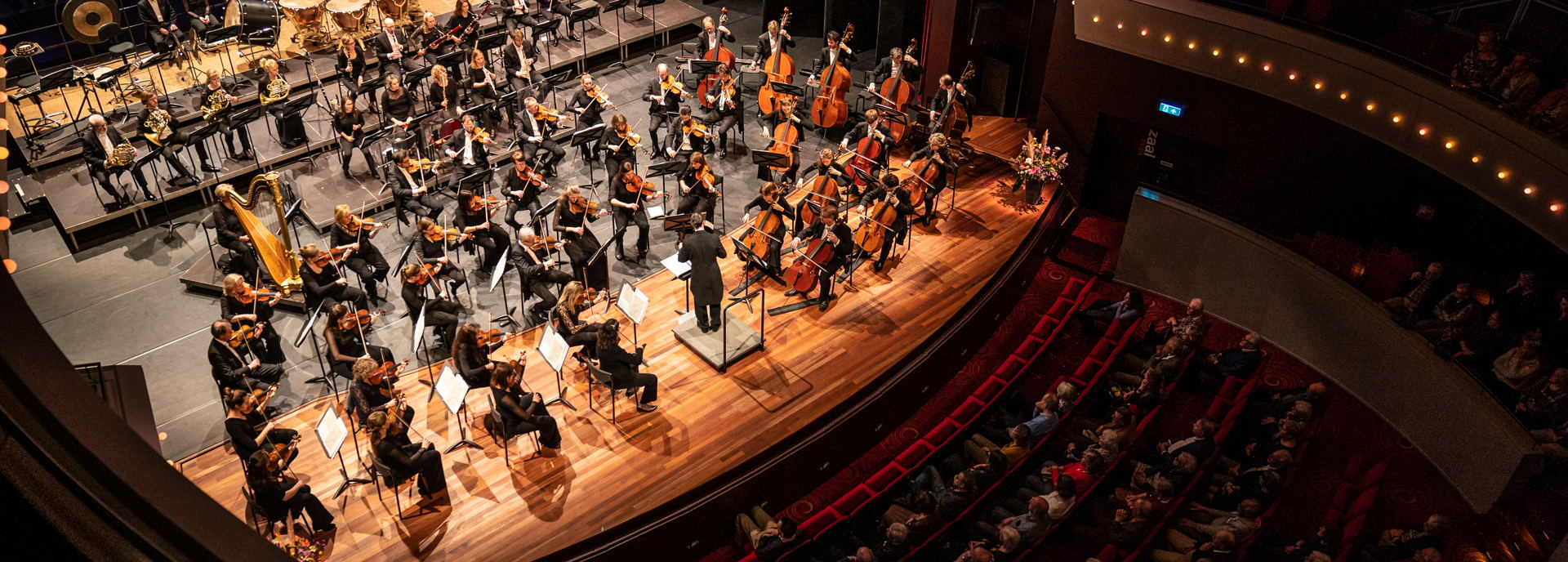 De orkestbak van de Tamboerzaal is uitermate geschikt bij grote orkesten en gezelschappen