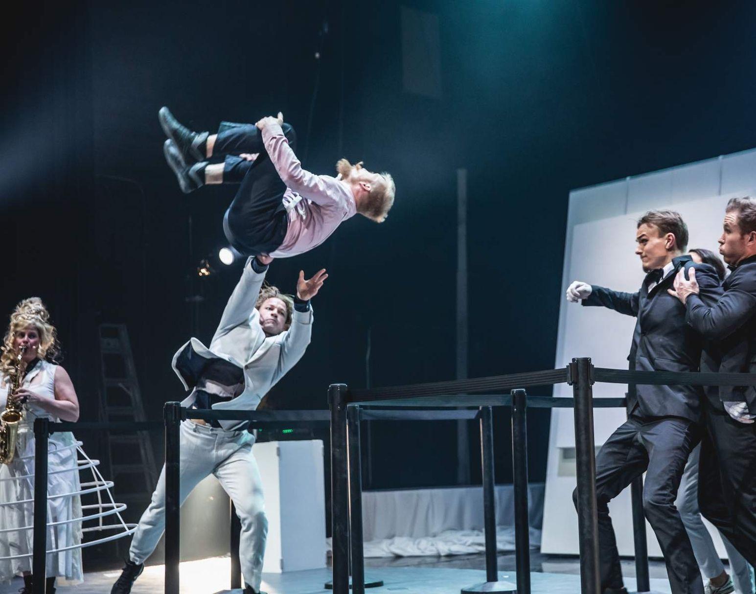Machine de Cirque presenteert de show La Galerie.