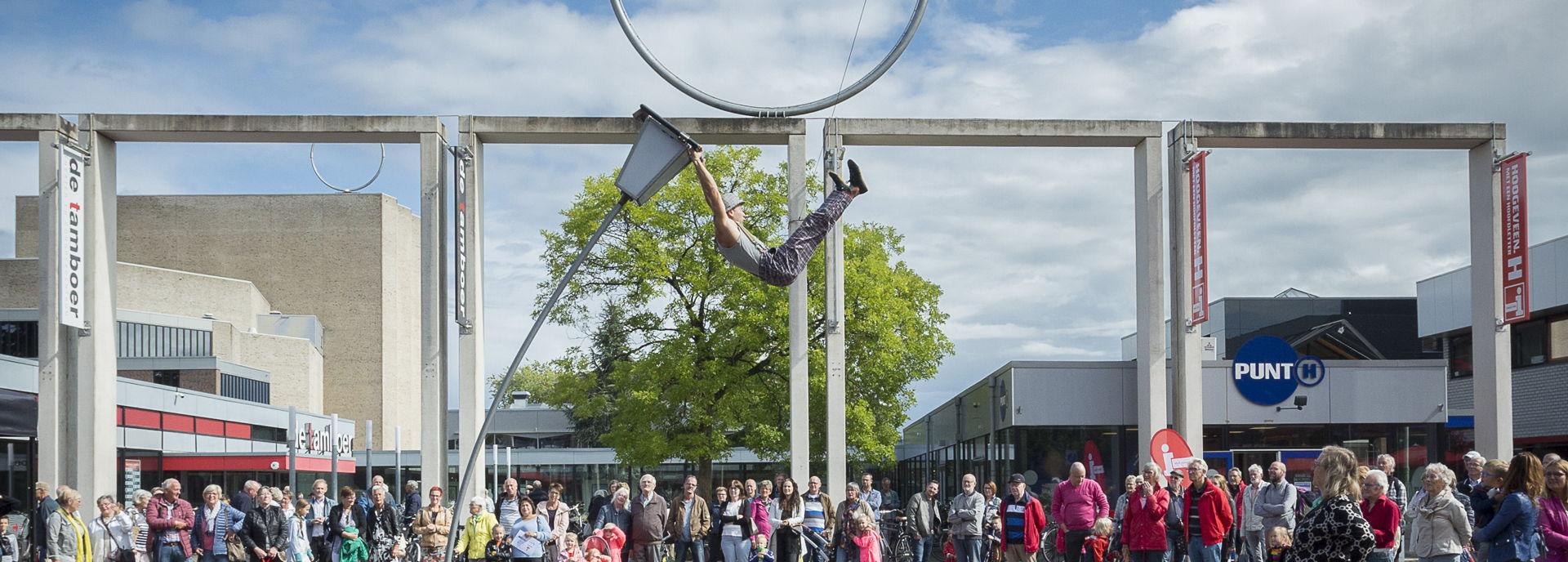 De Vrienden van De Tamboer leveren jaarlijks een bijdrage aan de programmering van het theater, bijvoorbeeld op het culturele openingsfestival Uitdagend Hoogeveen.