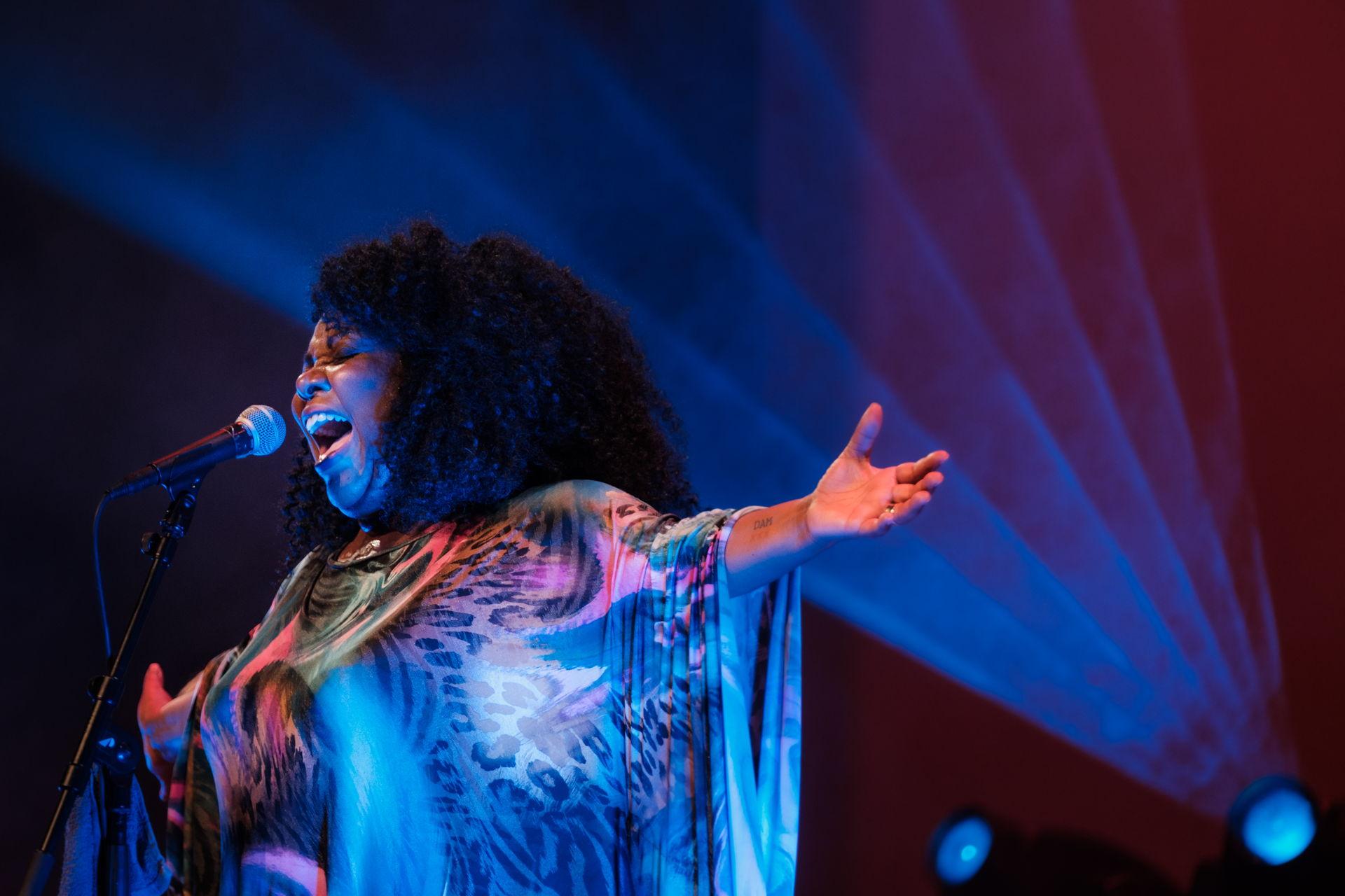 Michelle David & the True-tones speelden op 10 september 2021 een tuinconcert in Hoogeveen. Het concert vond wegens slecht weer binnen plaats.
